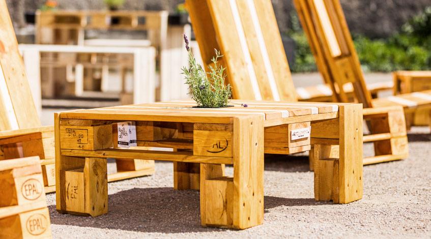 sitzmoment palettenm bel mieten loungetisch. Black Bedroom Furniture Sets. Home Design Ideas